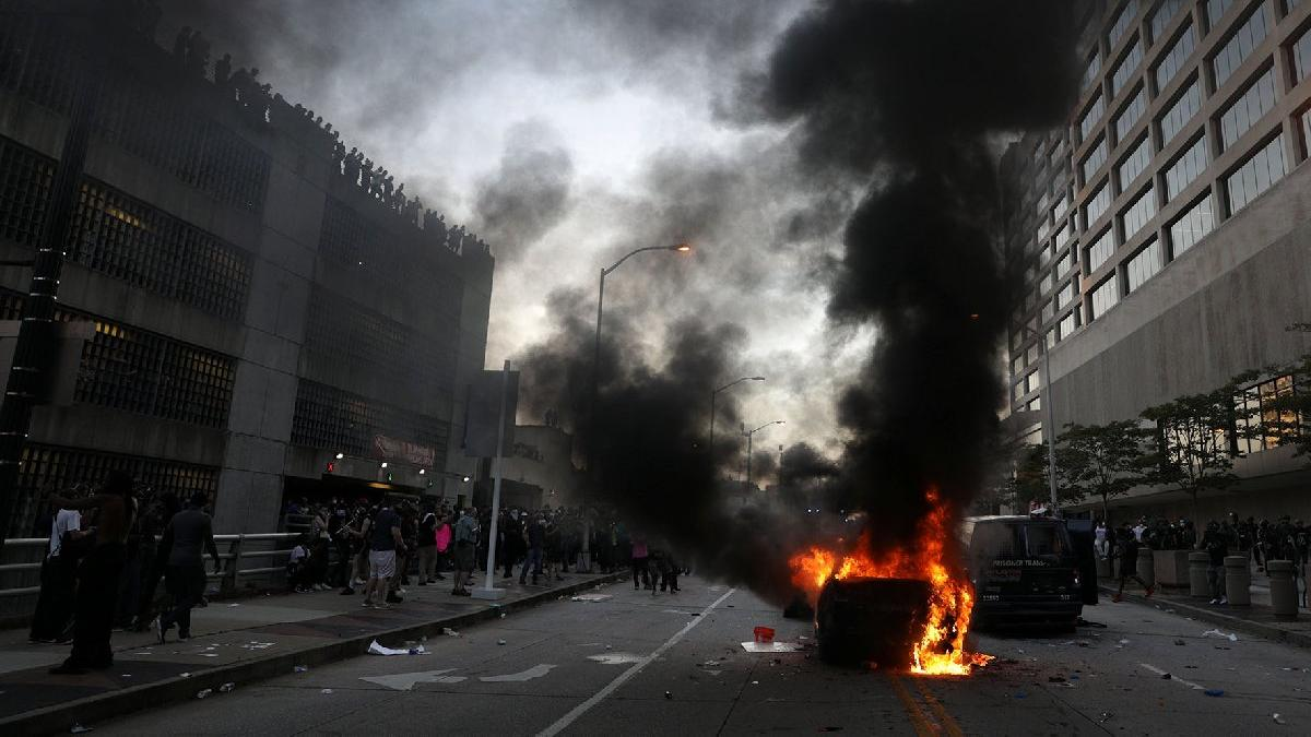 The police who arrested the USA were arrested, but the anger did not stop! Streets turned to the battlefield